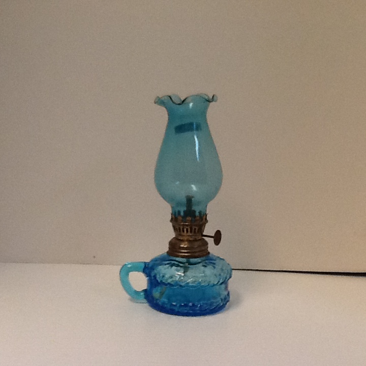 Colonial azure blue cup oil lamp w blue shade 7 3 4 in high cb8
